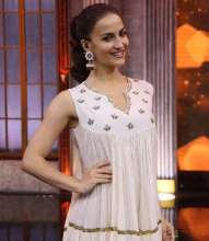 Actress Elli Avram in  MiRA by Radhika Jain jewellery for The Great Indian Laughter Challenge show.